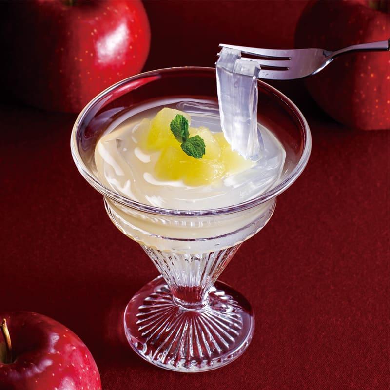 きめが細かく香りが高い「桃の女王と呼ばれる貴重な清水白桃の完熟桃を湯剥きして一切れ入れました。